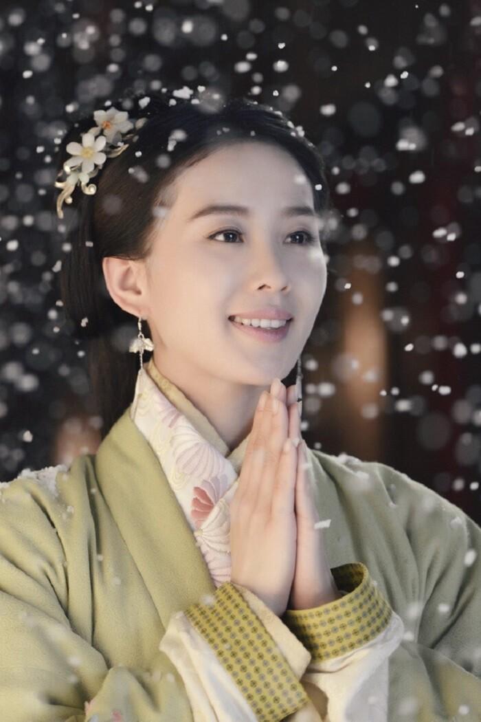 Mỹ nữ, mỹ nam màn ảnh Hoa ngữ đẹp xuất sắc trong tạo hình cổ trang, sang tạo hình hiện đại bị dập 'tả tơi' khiến fan khóc thét - Ảnh 3