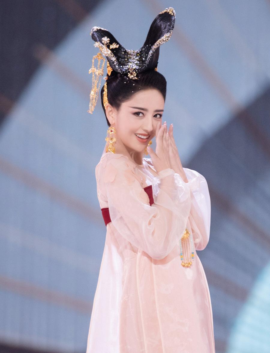 Mỹ nữ, mỹ nam màn ảnh Hoa ngữ đẹp xuất sắc trong tạo hình cổ trang, sang tạo hình hiện đại bị dập 'tả tơi' khiến fan khóc thét - Ảnh 6