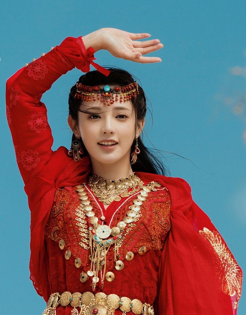Mỹ nữ, mỹ nam màn ảnh Hoa ngữ đẹp xuất sắc trong tạo hình cổ trang, sang tạo hình hiện đại bị dập 'tả tơi' khiến fan khóc thét - Ảnh 10