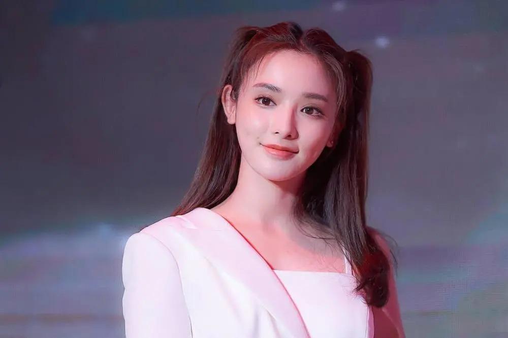 Mỹ nữ, mỹ nam màn ảnh Hoa ngữ đẹp xuất sắc trong tạo hình cổ trang, sang tạo hình hiện đại bị dập 'tả tơi' khiến fan khóc thét - Ảnh 8