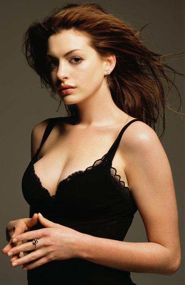 Nữ thần Hollywood có vòng 1 đẹp hoàn hảo tới mức bị nghi là hàng 'fake' - Ảnh 2