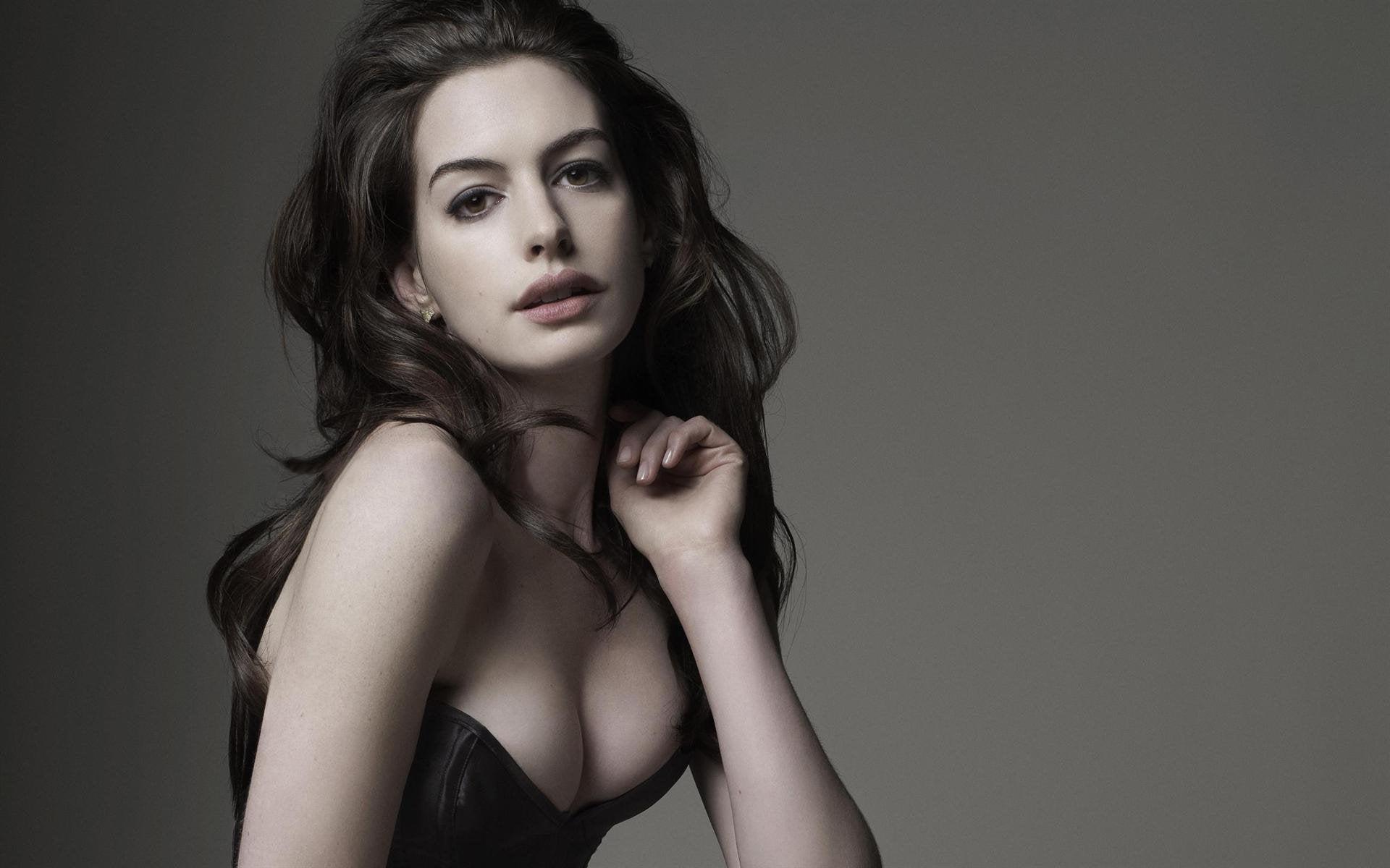 Nữ thần Hollywood có vòng 1 đẹp hoàn hảo tới mức bị nghi là hàng 'fake' - Ảnh 3