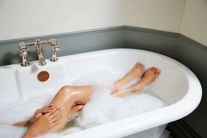 Khi tắm chị em nên 'để mắt' đến 2 vùng da 'bị lãng quên' này để cơ thể thơm tho, sức khỏe cải thiện - Ảnh 3