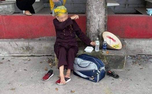 Thất nghiệp, cụ bà giúp việc cuốc bộ từ TP.HCM về Nghệ An được 2 ngày bật khóc nức nở: Có con cái nhưng chẳng thể nhờ - Ảnh 1
