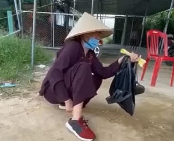 Thất nghiệp, cụ bà giúp việc cuốc bộ từ TP.HCM về Nghệ An được 2 ngày bật khóc nức nở: Có con cái nhưng chẳng thể nhờ - Ảnh 2