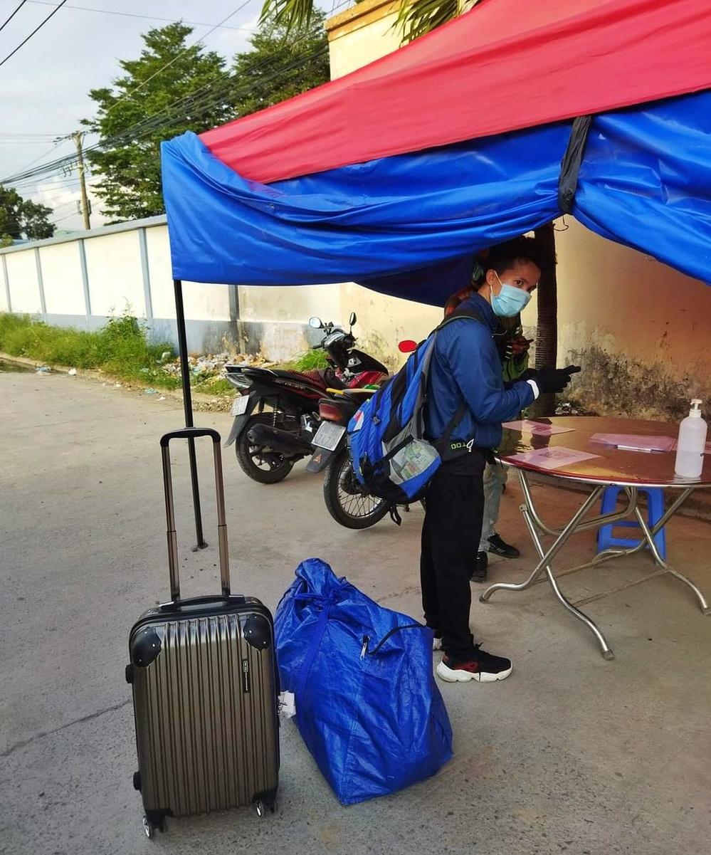 Thất nghiệp, cụ bà giúp việc cuốc bộ từ TP.HCM về Nghệ An được 2 ngày bật khóc nức nở: Có con cái nhưng chẳng thể nhờ - Ảnh 3