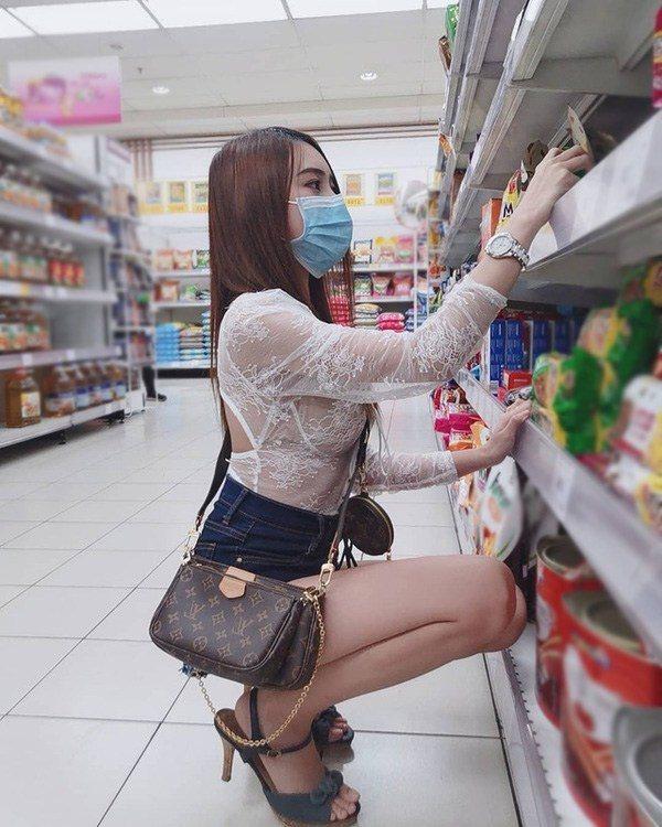 Hot girl Hàn Quốc mặc gợi cảm đến cửa hàng tiện lợi nhưng lại được khen hết cỡ vì lý do này, các thanh niên nhanh chóng truy tìm danh tính - Ảnh 7