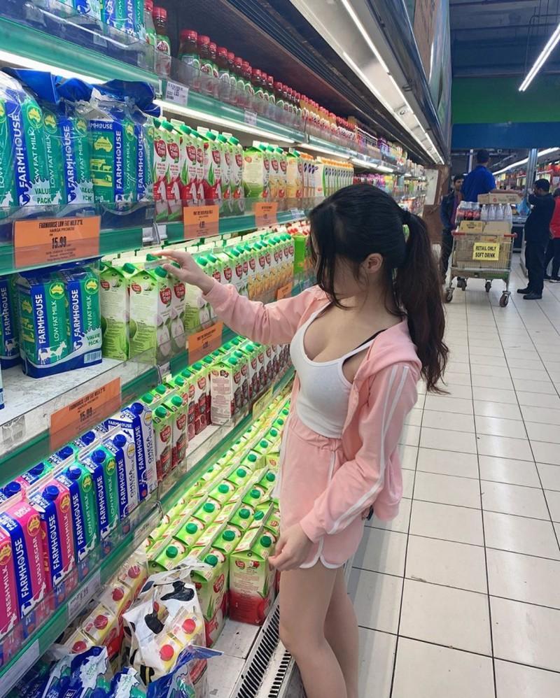 Hot girl Hàn Quốc mặc gợi cảm đến cửa hàng tiện lợi nhưng lại được khen hết cỡ vì lý do này, các thanh niên nhanh chóng truy tìm danh tính - Ảnh 9