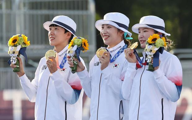 Tham gia Olympic 2020: Đội tuyển nữ bắn cung Hàn Quốc yêu cầu BTC bật hit của BTS sau khi giành chức vô địch, nhưng kết quả lại... 'cười ná thở' - Ảnh 1