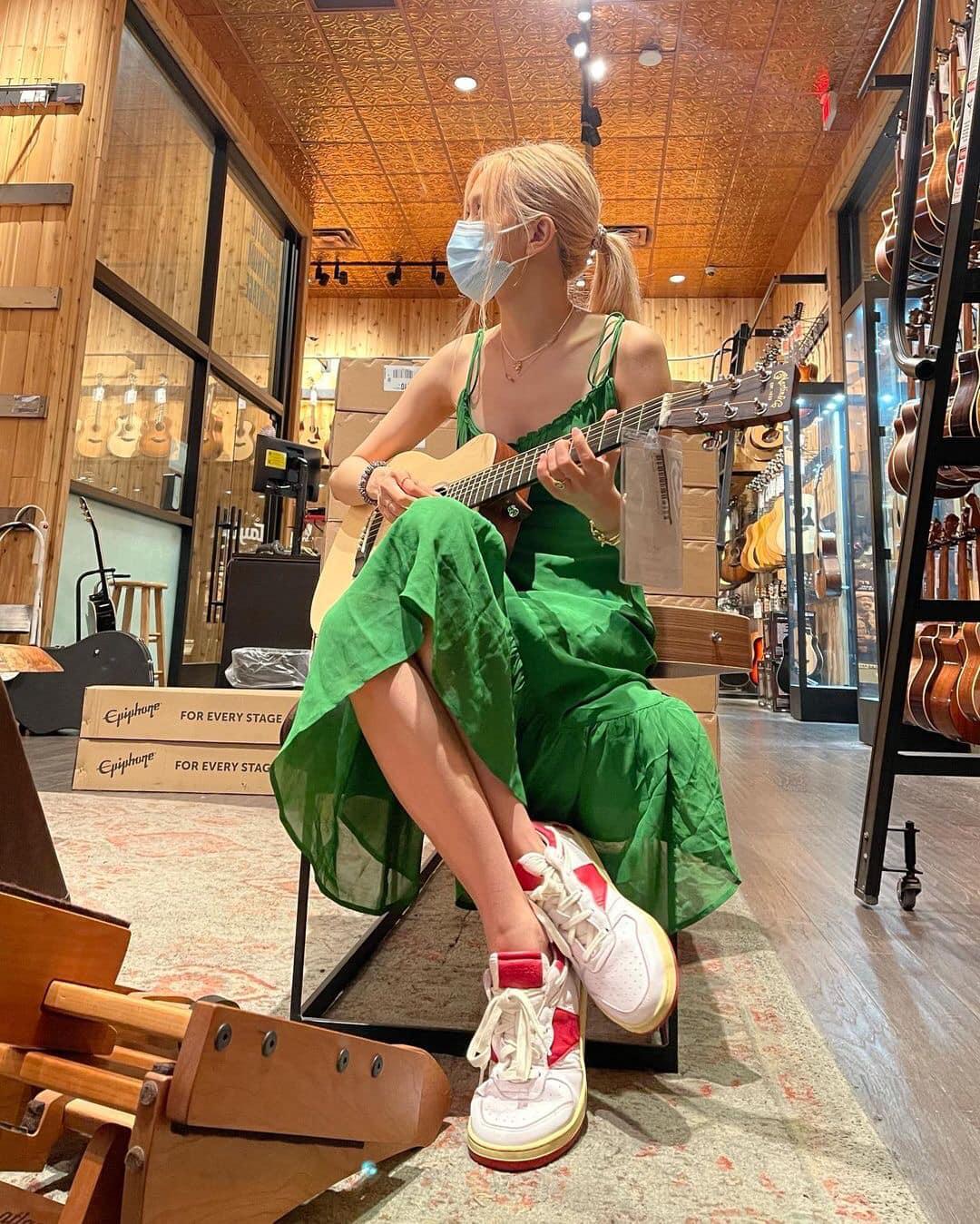 Rosé diện váy maxi dài thượt mà không bị dìm dáng, hóa ra stylist đã chơi chiêu quá khéo 'đánh đố' netizen - Ảnh 6