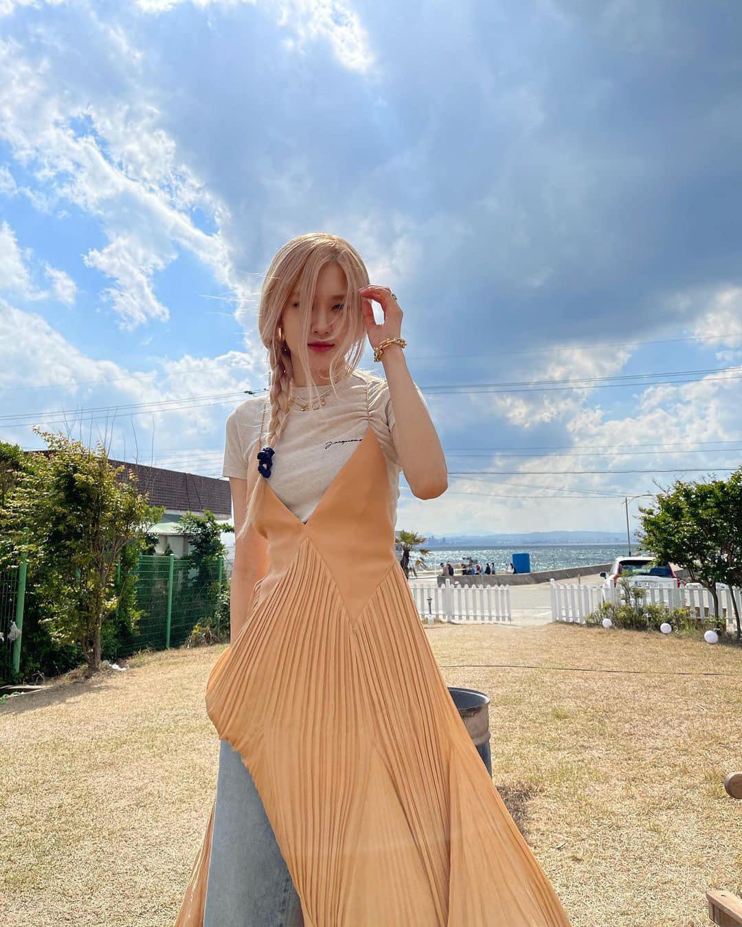 Rosé diện váy maxi dài thượt mà không bị dìm dáng, hóa ra stylist đã chơi chiêu quá khéo 'đánh đố' netizen - Ảnh 7