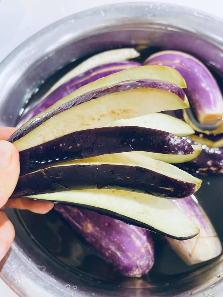 'Chảy nước miếng' với món cà tím độc lạ có thể ăn trừ cơm của một 'chị mẹ' yêu bếp - Ảnh 2