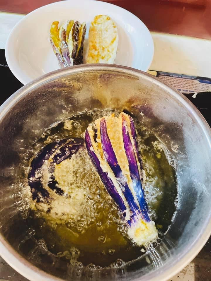 'Chảy nước miếng' với món cà tím độc lạ có thể ăn trừ cơm của một 'chị mẹ' yêu bếp - Ảnh 5