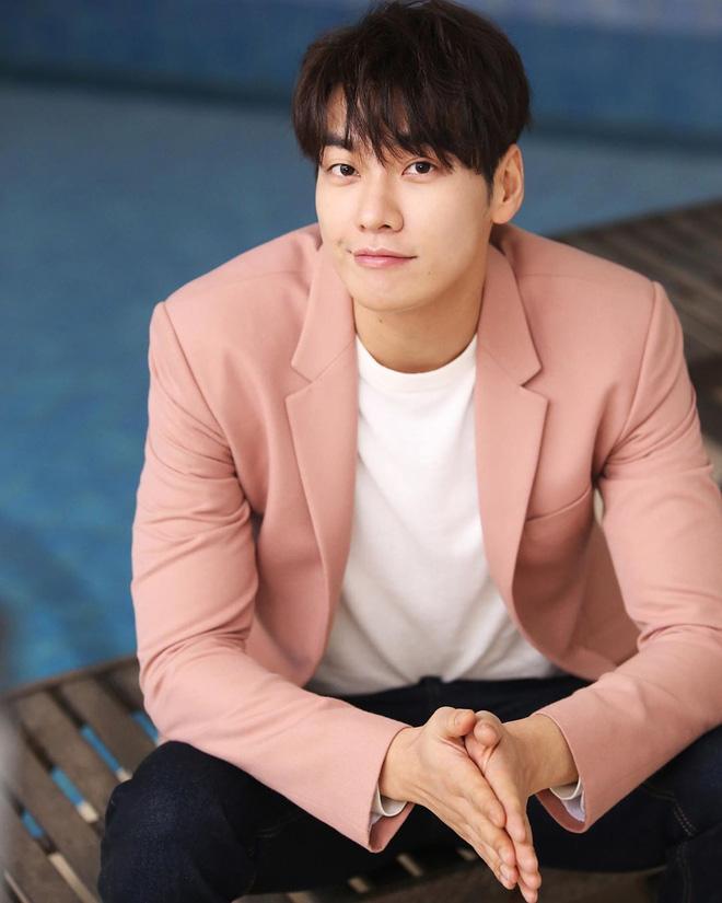Trời ơi showbiz có ai được như Yoona: Sắp được cặp với 7 tài tử hạng A cực phẩm, Hyun Bin và Lee Dong Wook chưa phải hot nhất - Ảnh 11