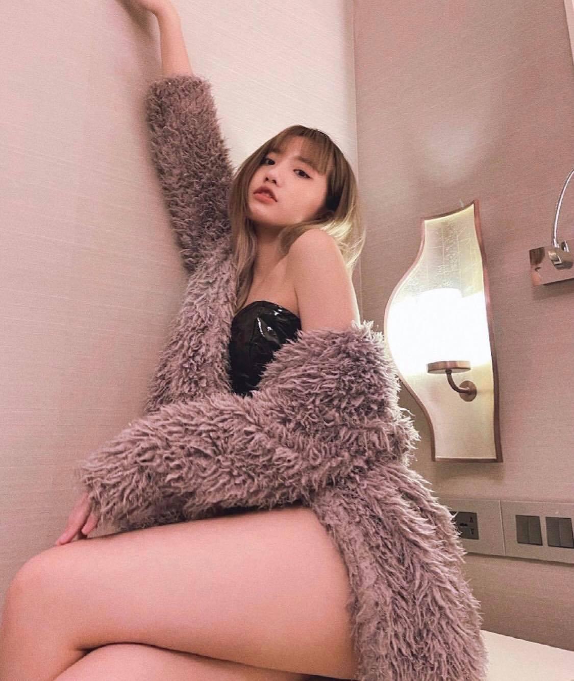 Mặc ai lộ ảnh nóng 40G, hot girl 2k4 đình đám TikTok có màn khoe thân 'chặt chém' riêng biệt, hút 8 triệu người 'hóng' - Ảnh 9