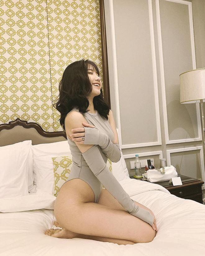 Mặc ai lộ ảnh nóng 40G, hot girl 2k4 đình đám TikTok có màn khoe thân 'chặt chém' riêng biệt, hút 8 triệu người 'hóng' - Ảnh 8