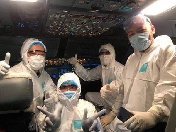 """Ba y, bác sĩ dũng cảm trên chuyến bay """"đặc biệt"""" từ Vũ Hán về Việt Nam: Họ là ai?"""