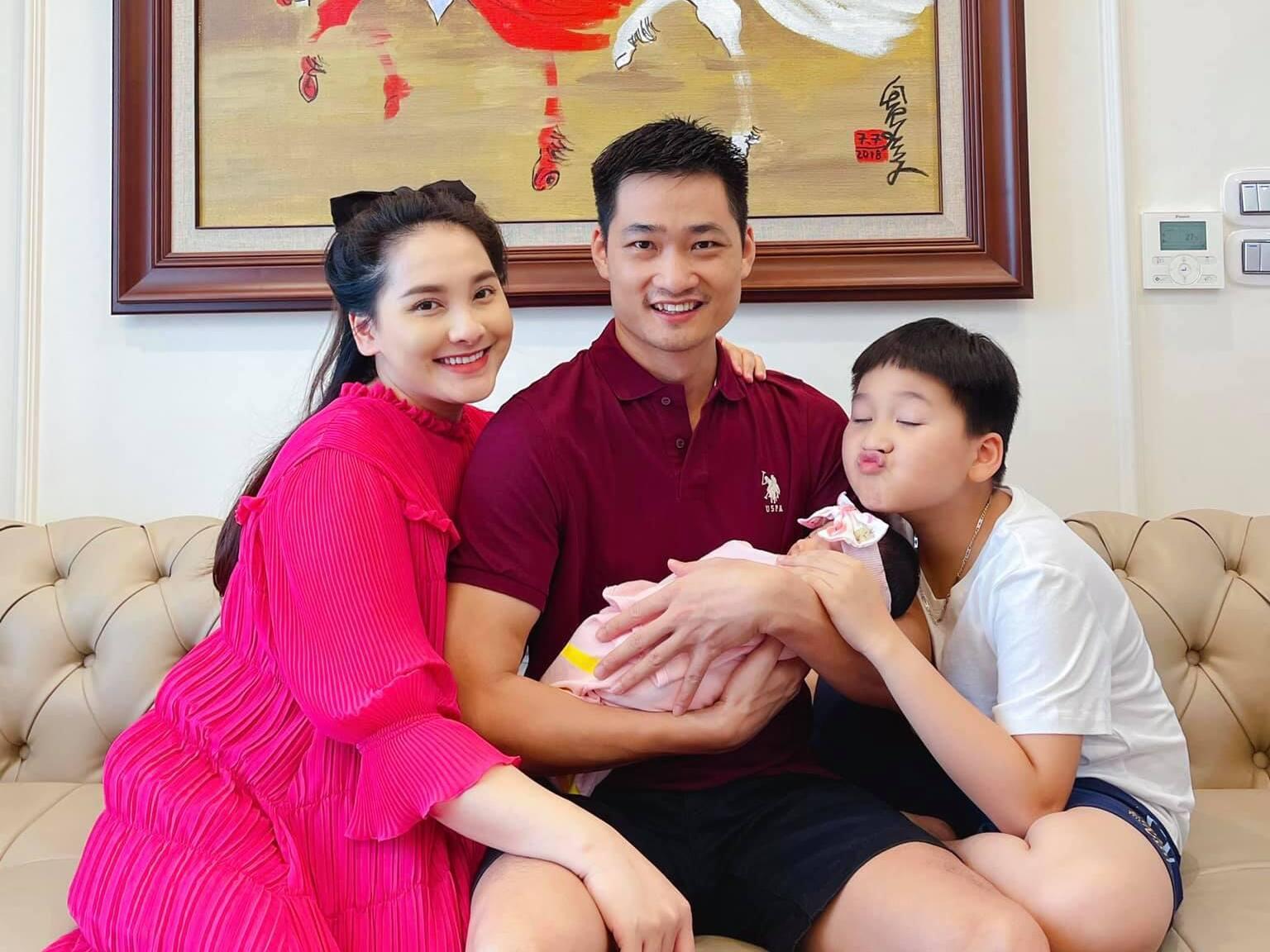Sau sinh 1 tuần, Bảo Thanh khoe nhan sắc rực rỡ như hoa, đúng là hạnh phúc thì xinh đẹp gấp vạn lần