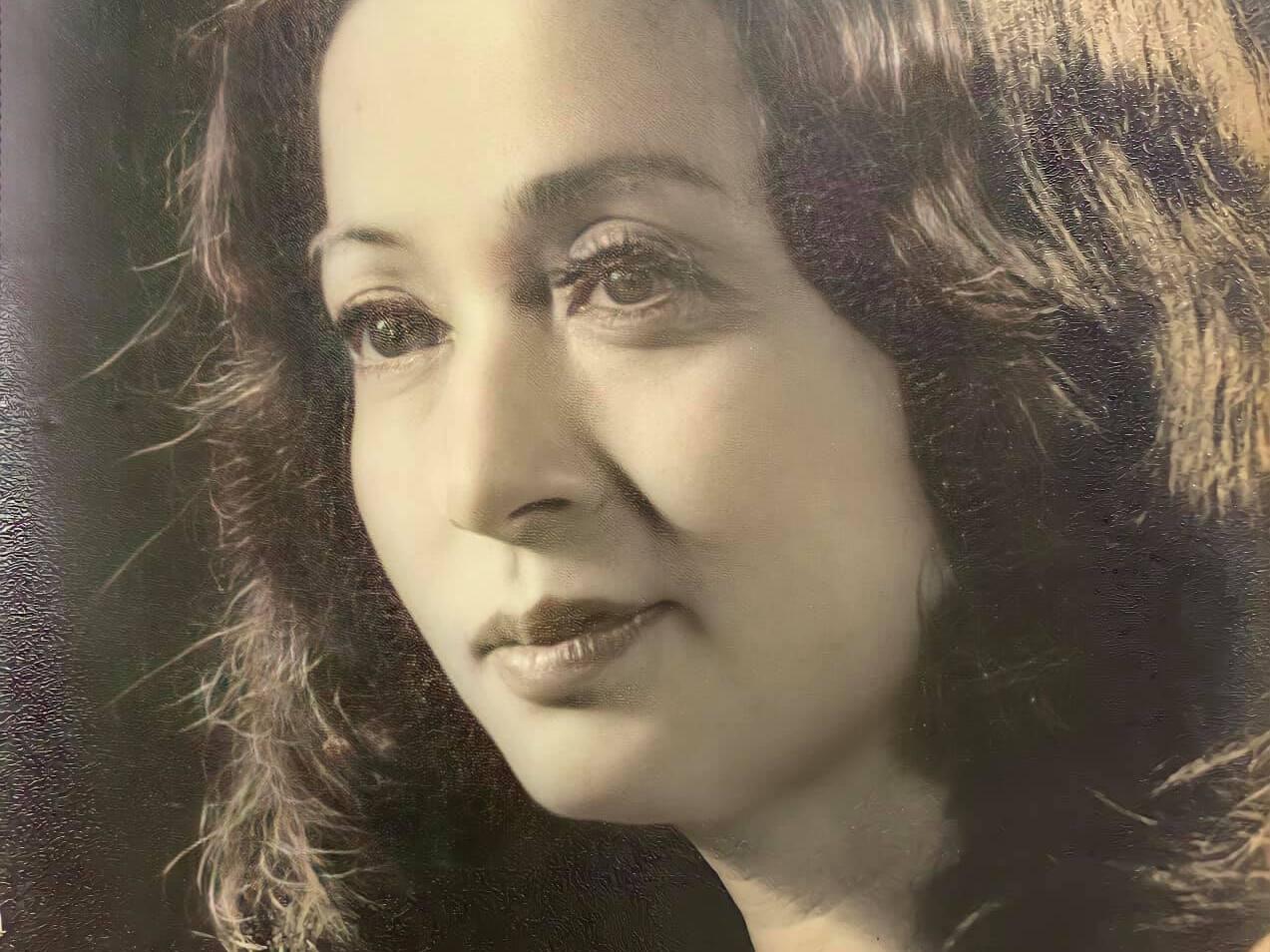 Nhạc sĩ Quốc Trung tung ảnh mẹ ruột thời thanh xuân khiến cư dân mạng sốc: Nhan sắc mĩ miều, thần thái kiều diễm như tuyệt phẩm 'Người đàn bà xa lạ'