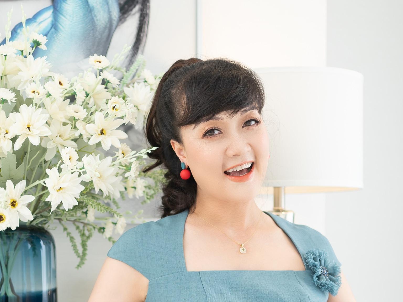 'Táo' Vân Dung U50 tuổi xinh như công chúa, còn tuyên bố: '3 việc không thể ngừng được, đó là: Học hành, xinh đẹp và kiếm tiền'