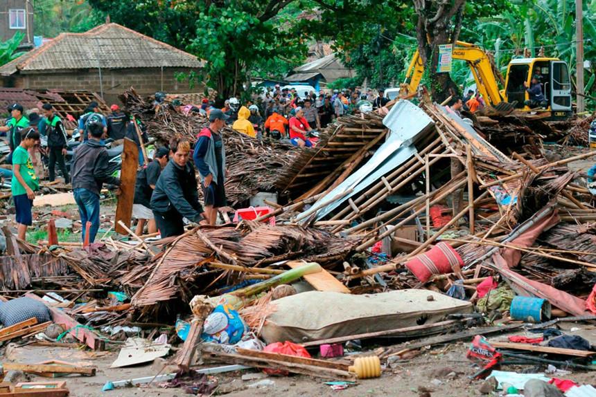 222 người chết, tàu lớn mắc cạn sau sóng thần núi lửa ở Indonesia