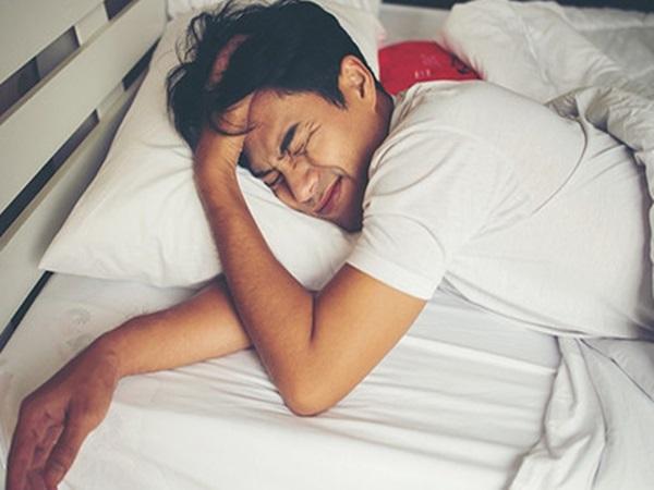 4 dấu hiệu khi ngủ của đàn ông có tuổi thọ ngắn, mắc 2/4 phải đi khám ngay
