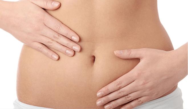 Rất nhiều chị em nghĩ rằng dấu hiệu này là do khó tiêu nhưng hóa ra lại là triệu chứng của ung thư buồng trứng - Ảnh 1