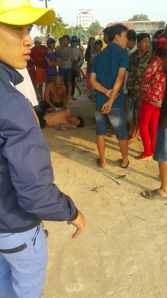 Long An: Thanh niên nhảy cầu Tân An tự vẫn rồi... cố bơi vào bờ - Ảnh 1