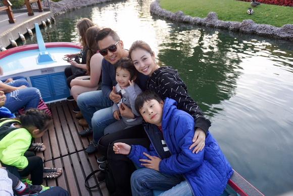 Vợ chồng Jennifer Phạm đưa Bảo Nam đi chơi ở Mỹ trước ngày về Việt Nam - Ảnh 2