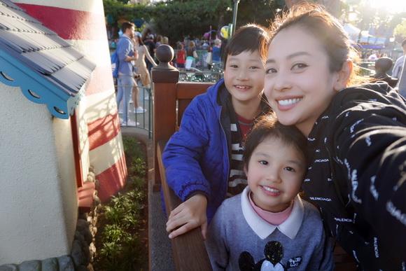 Vợ chồng Jennifer Phạm đưa Bảo Nam đi chơi ở Mỹ trước ngày về Việt Nam - Ảnh 4
