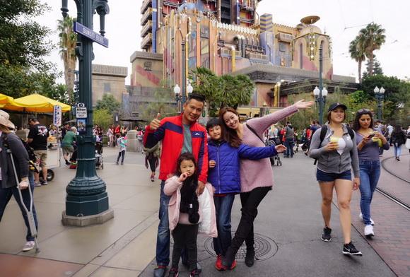 Vợ chồng Jennifer Phạm đưa Bảo Nam đi chơi ở Mỹ trước ngày về Việt Nam - Ảnh 6