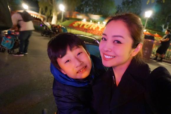 Vợ chồng Jennifer Phạm đưa Bảo Nam đi chơi ở Mỹ trước ngày về Việt Nam - Ảnh 10