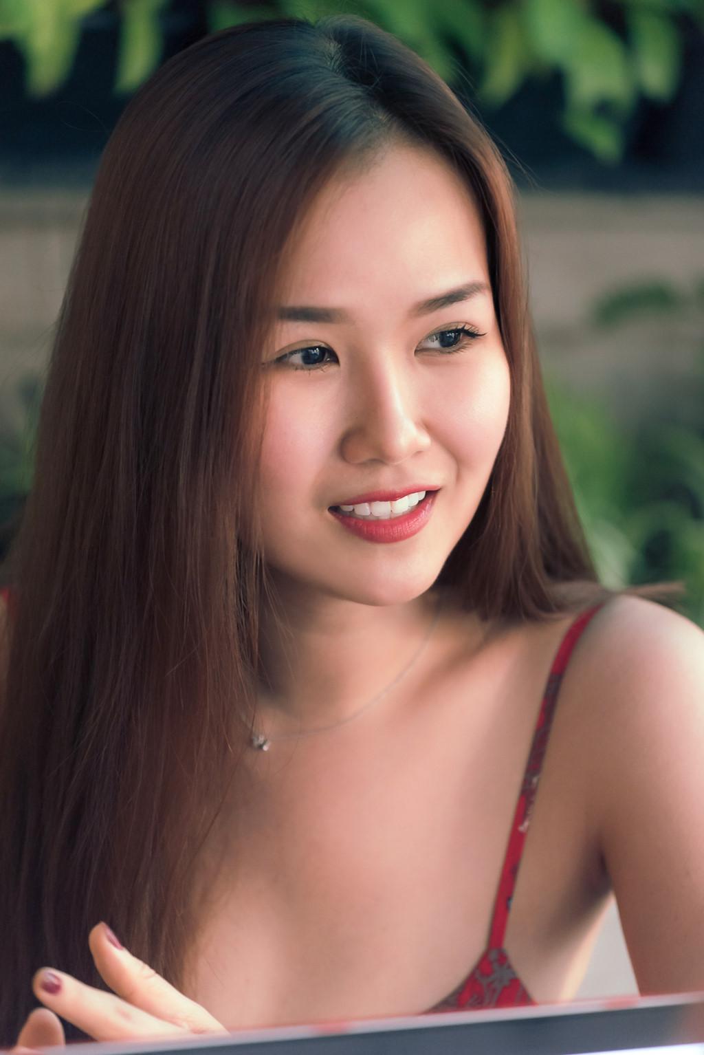 Hạ Trâm: 'Ở showbiz Việt, ai nói chưa bị gạ gẫm tình dục là dối trá' - Ảnh 6