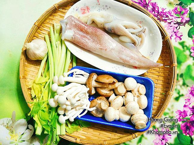 Mực xào nấm giòn ngon dễ ăn cho ngày lạnh - Ảnh 1