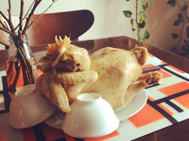 Được người bán gà mách nước, bà mẹ có ngay cách luộc gà cúng vừa chín đẹp, da không nứt - Ảnh 3
