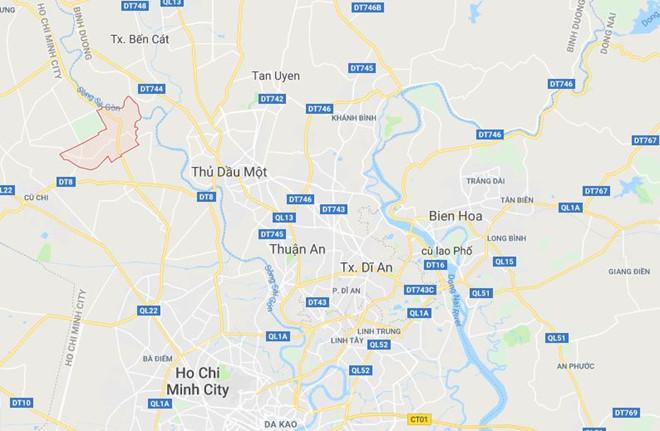 Hai thanh niên khống chế người đi đường để cướp xe ở Sài Gòn - Ảnh 1