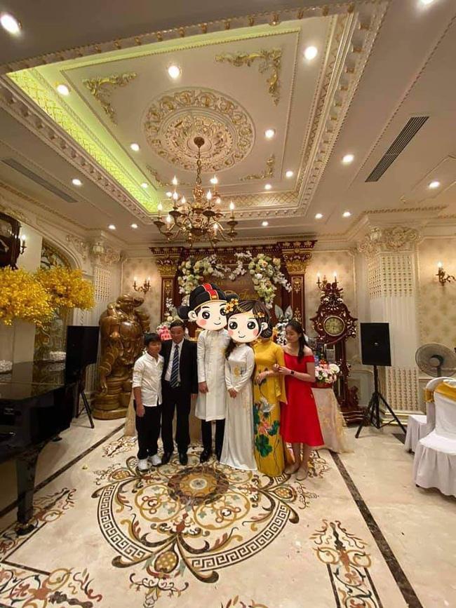 Choáng với đám cưới trong lâu đài dát vàng tại Tuyên Quang, đón dâu bằng xe Rolls Royce chiếm ngay spotlight trên mạng xã hội - Ảnh 1