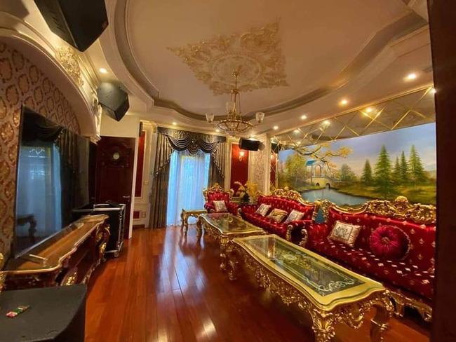 Choáng với đám cưới trong lâu đài dát vàng tại Tuyên Quang, đón dâu bằng xe Rolls Royce chiếm ngay spotlight trên mạng xã hội - Ảnh 3
