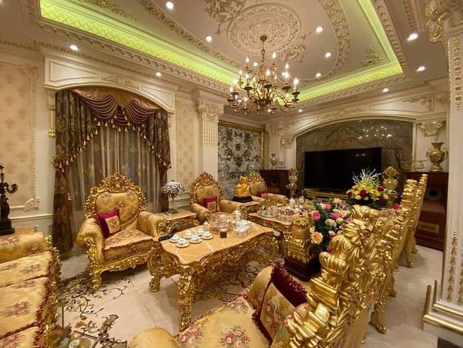 Choáng với đám cưới trong lâu đài dát vàng tại Tuyên Quang, đón dâu bằng xe Rolls Royce chiếm ngay spotlight trên mạng xã hội - Ảnh 5