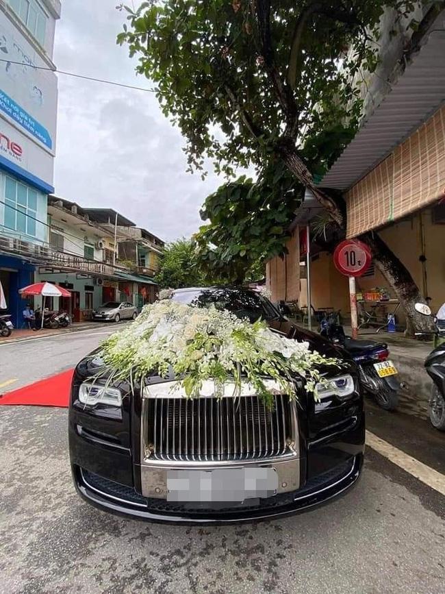 Choáng với đám cưới trong lâu đài dát vàng tại Tuyên Quang, đón dâu bằng xe Rolls Royce chiếm ngay spotlight trên mạng xã hội - Ảnh 6