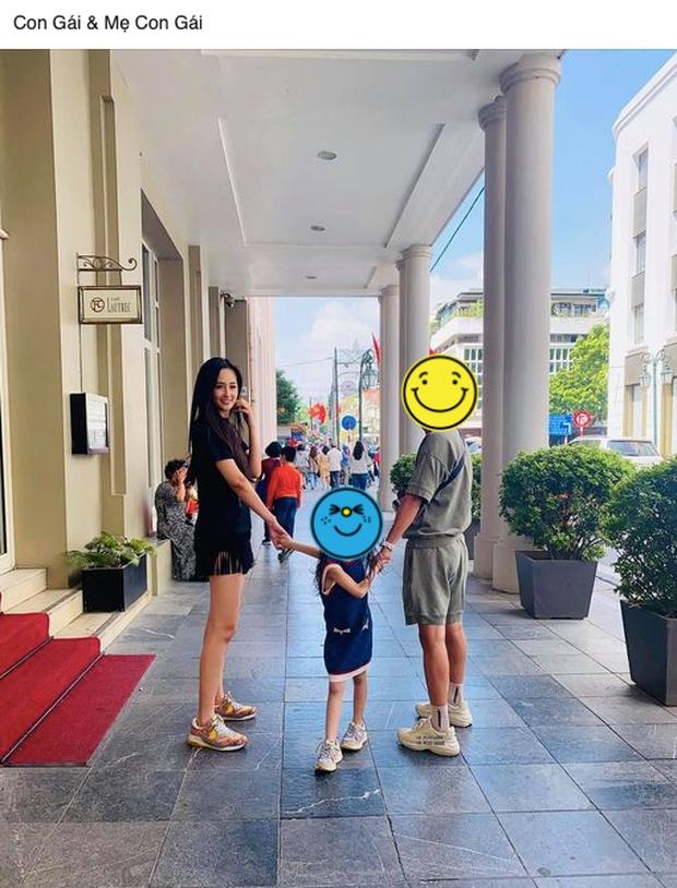 Sau tin đồn có con 5 tuổi, Mai Phương Thúy lộ ảnh nắm tay bé gái xưng Mẹ - con - Ảnh 2