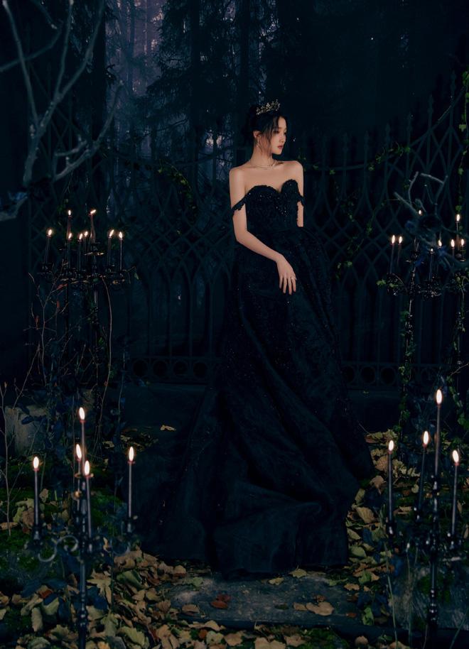 Màn bùng nổ visual gây bão Cbiz hôm nay: Quan Hiểu Đồng hoá công chúa bóng đêm, visual lẫn thần thái 'đỉnh của chóp' - Ảnh 6