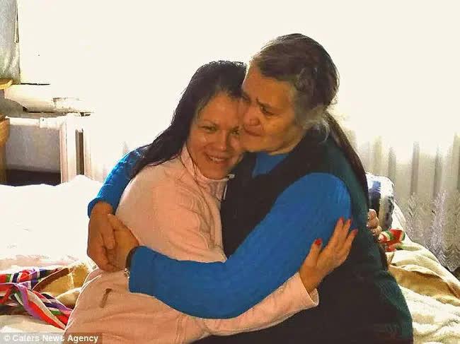 Bỏ ngoài tai lời dị nghị của hàng xóm về con gái, bố mẹ vẫn yêu thương con để rồi 39 năm sau sững sờ khi biết gốc gác đứa trẻ - Ảnh 3