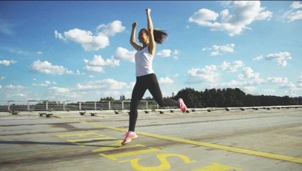 Chỉ cần thêm 1 động tác giúp tối đa lợi ích bài tập chạy bộ: Giảm cân nhanh, bụng phẳng lì - Ảnh 2