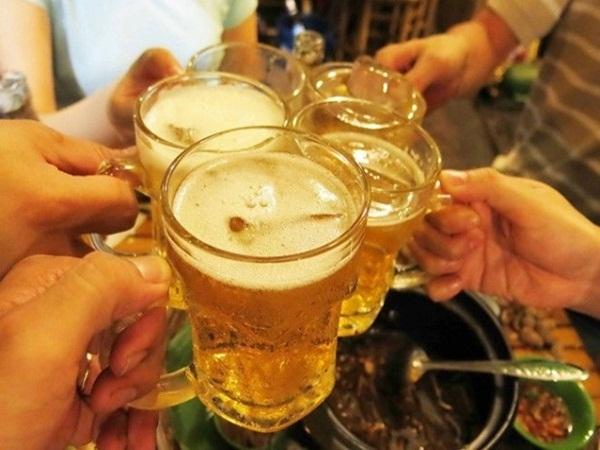 Điều gì có thể xảy ra nếu bạn ngày nào cũng uống bia? - Ảnh 1