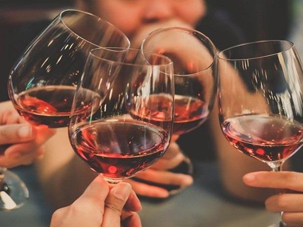 Nghiên cứu trên 300.000 người: Nguy cơ tử vong cao nếu uống rượu mà không ăn kèm món này - Ảnh 2