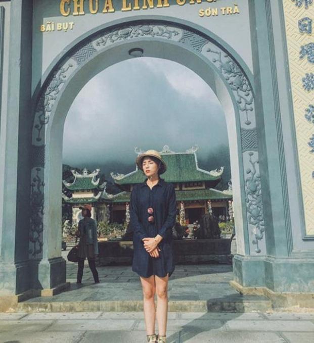 Thời trang sao Việt khi đi chùa: Hoàng Thùy bị phản ứng dữ dội, Phi Thanh Vân kém duyên - Ảnh 5