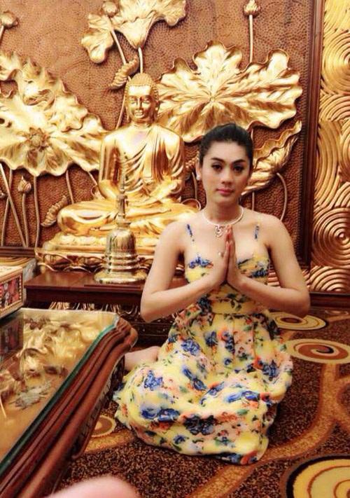 Thời trang sao Việt khi đi chùa: Hoàng Thùy bị phản ứng dữ dội, Phi Thanh Vân kém duyên - Ảnh 8