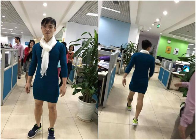 Nói là làm, chồng mặc váy của vợ đi làm cả ngày sau khi U23 Việt Nam thắng trận bán kết - Ảnh 4