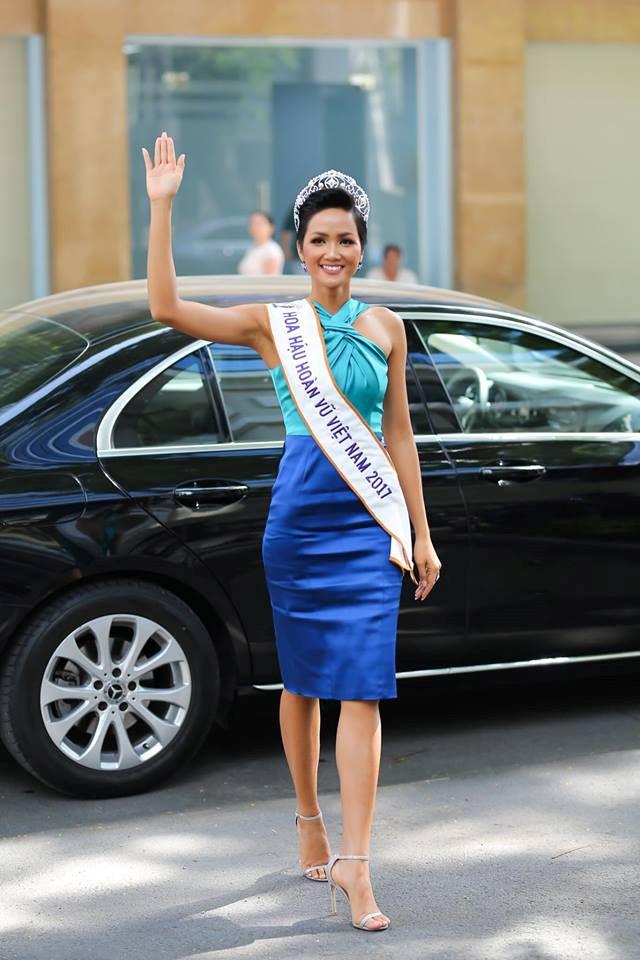 Dân tình thổn thức khi Hoa hậu H'Hen Niê làm hành động ngọt ngào này - Ảnh 4